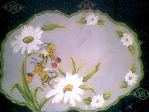 Imagen abejitas pintadas a mano con flores al relive - grupos.