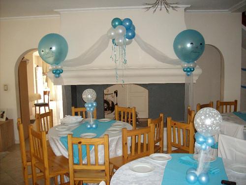 Decoración con globos para un bautizo de niño - Imagui