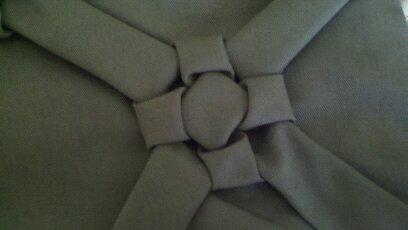 como hacer flor a cojin drapeado