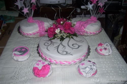 Imagen Decoracion Torta 15 años - grupos.