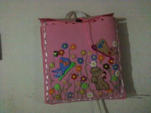 Como decorar un portafolio con foami - Imagui